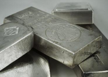 Цены на серебро упали более чем на 4%