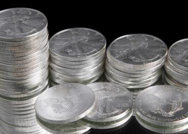 Серебро упало после скачка доходности облигаций США